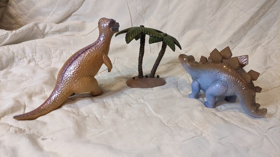 QFig Firefly Wash's Toy Dinosaurs Set
