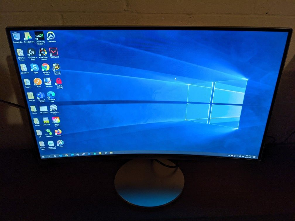 Monitor and Computer - Intel i7 4790k - 16GB RAM - 3TB HDD + 256GB SSD