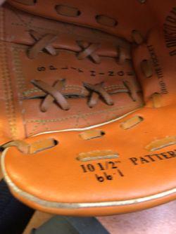 Wilson youth baseball glove Thumbnail