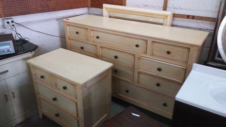 Dresser w/ Mirror Thumbnail