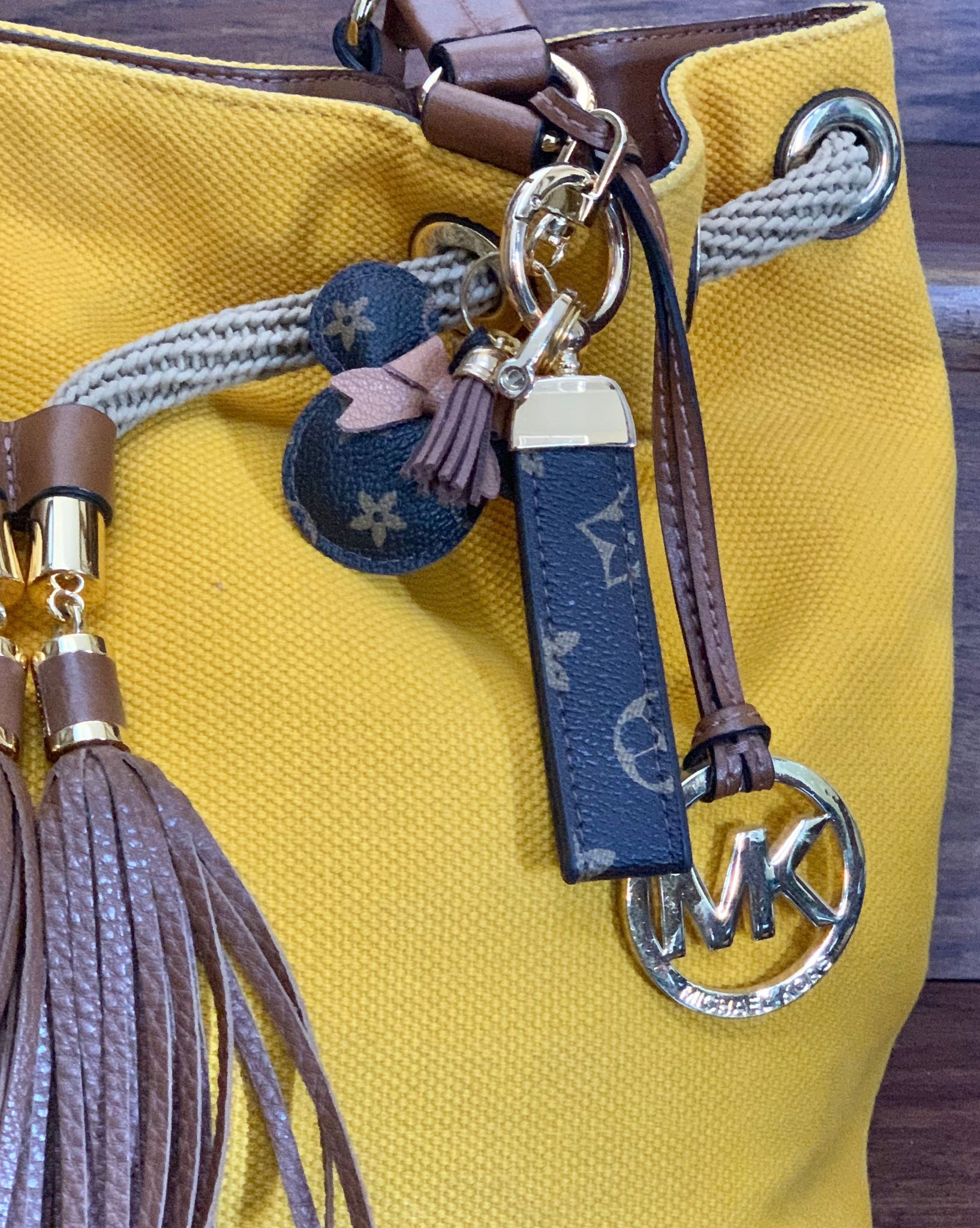 Luxury Keychain with Gold color metal