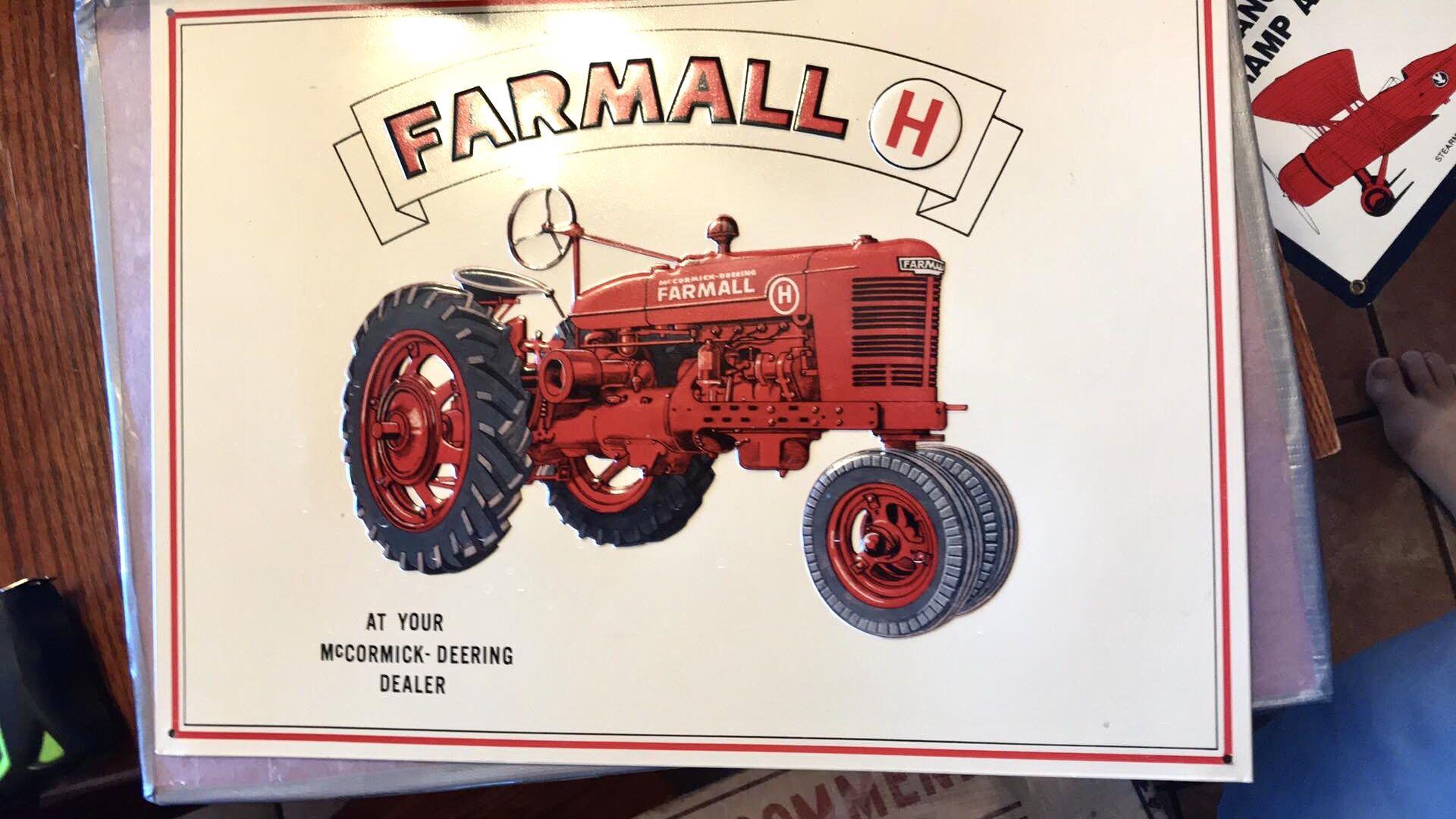 Farmall 🚜 Tractor