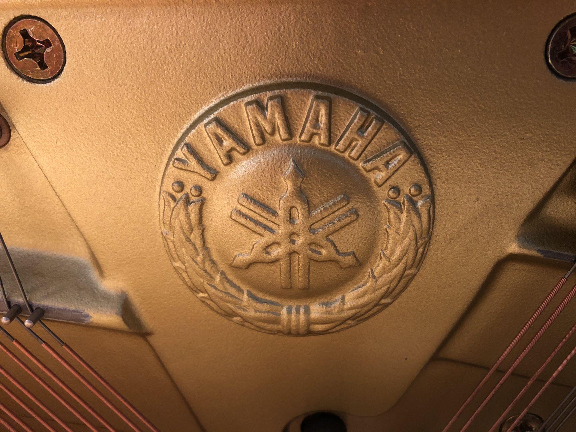 Yamaha M450 upright piano