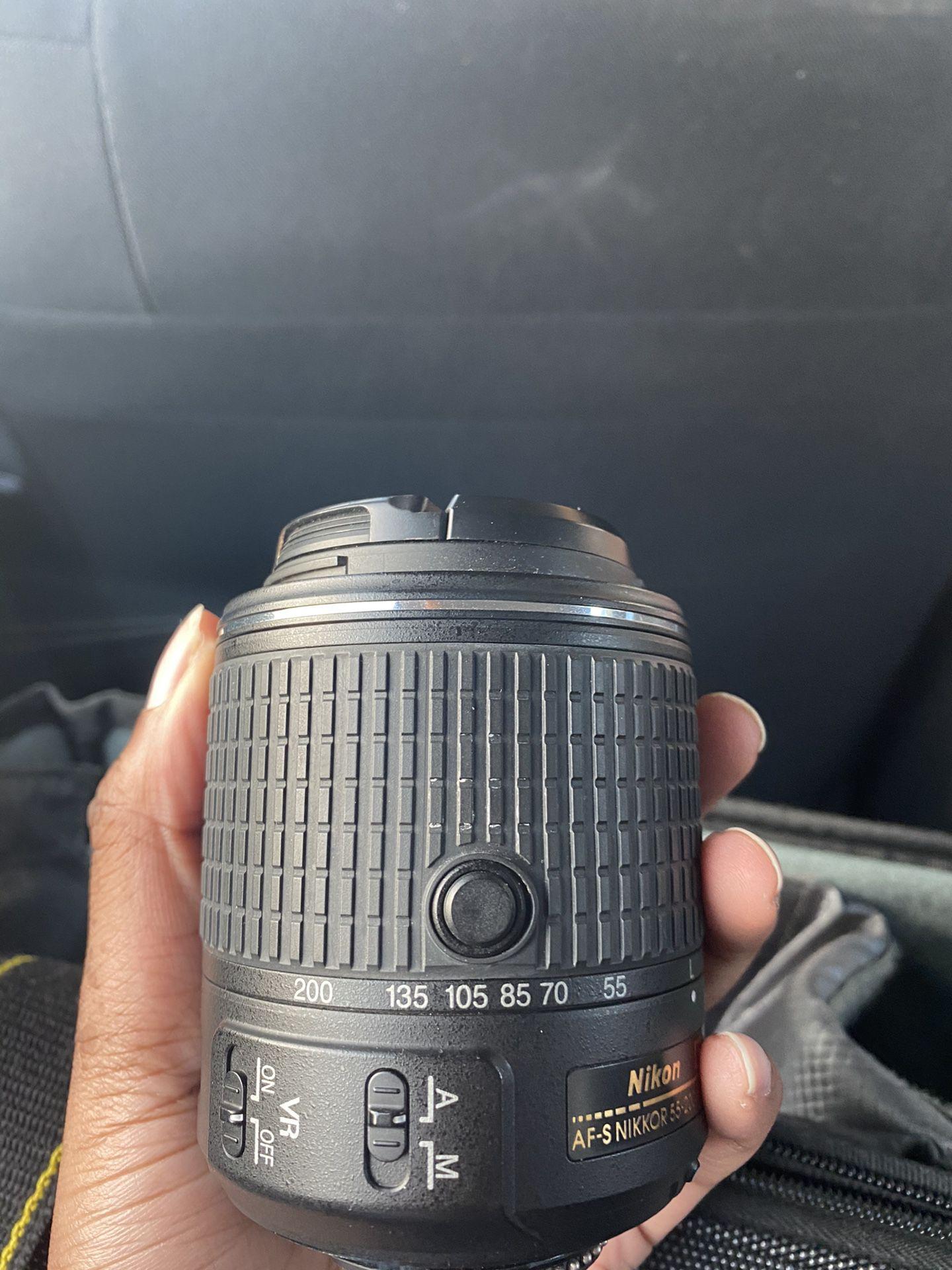 Nikon D3300 comes with 2 lenses