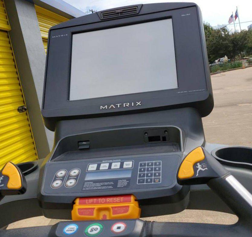 yu/Matrix T7XE Treadmill