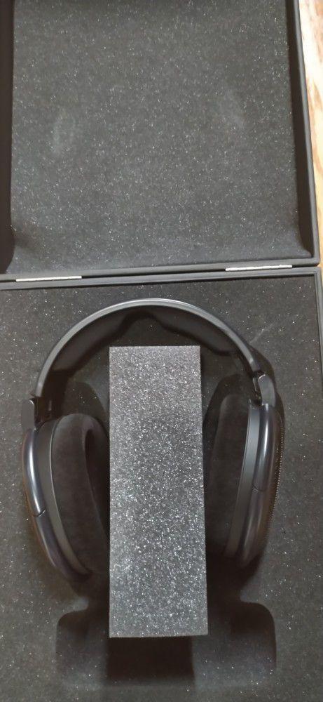 Sennheiser HD 6XX Headphone And Amp