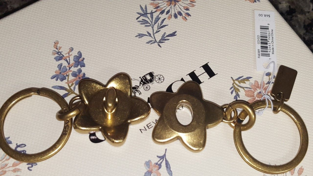 COACH Valet Keychain Handbag Turnlock WildFlower Charm NWT