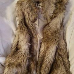 Luxury Faux Fur Vest! Size Medium  Thumbnail