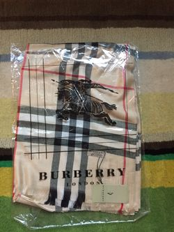 Burberry cashmere scarf Thumbnail