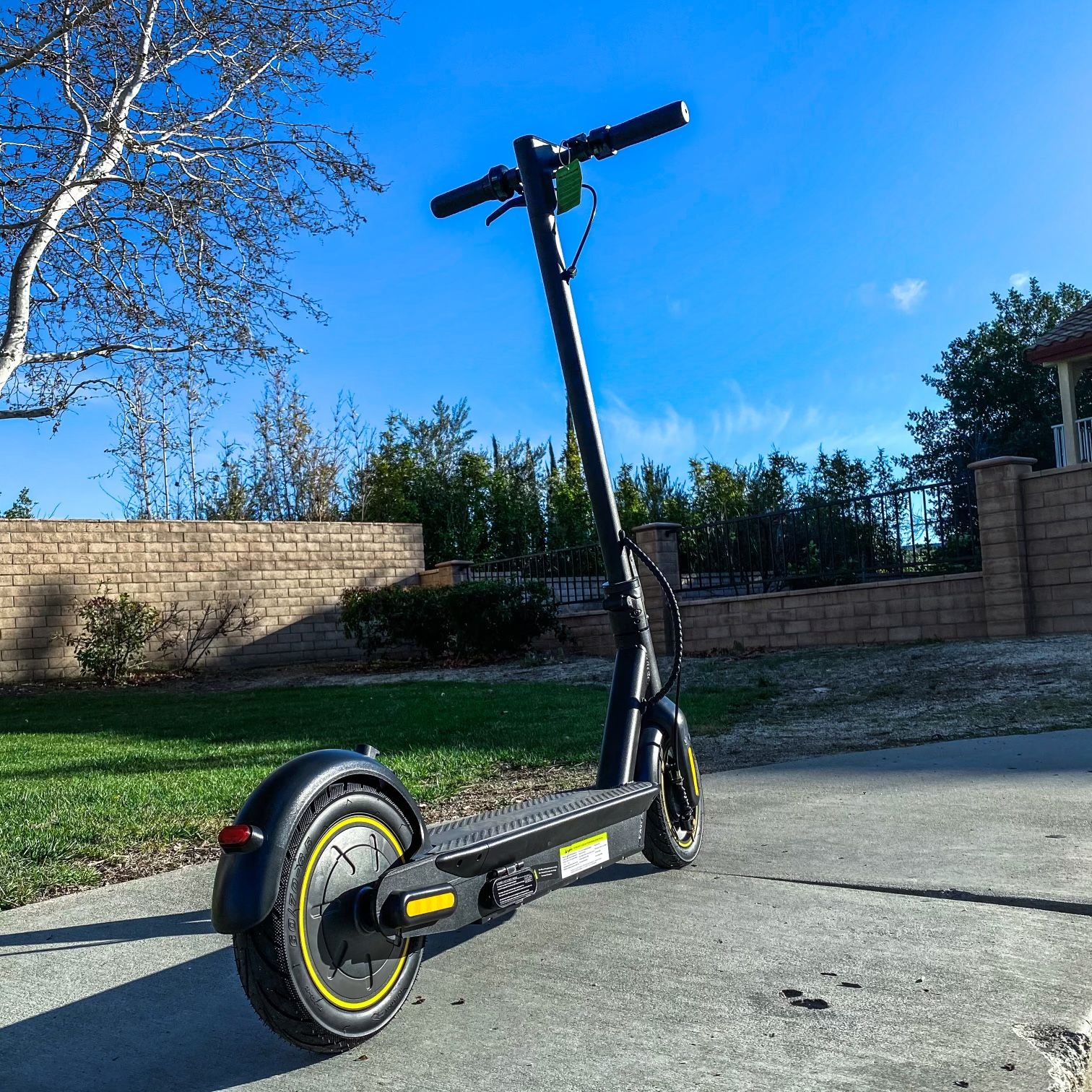 2022 Heavy Duty Pro Electric Scooter/18.6 mph and 39 miles distance/App Control/We Offer Warranty/Brand New In Box (WHOLE SALE PRICING)