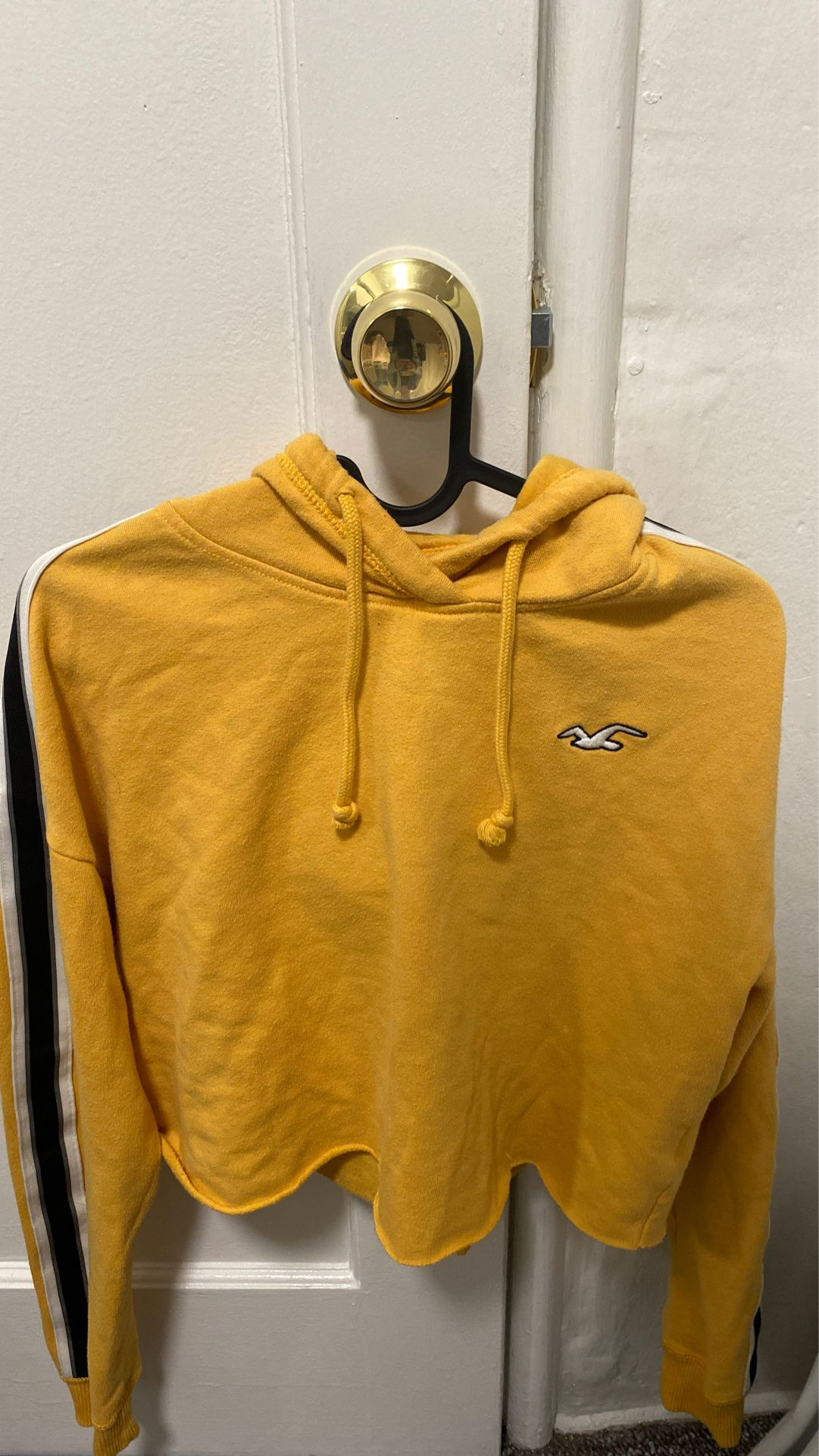 hollister cropped yellow hoodie