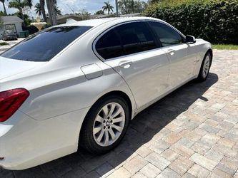 2011 BMW 7-Series Thumbnail