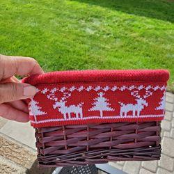 Small Holiday Basket  Thumbnail