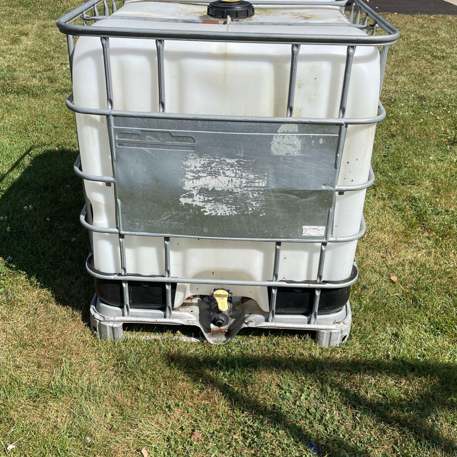 250 Gallon Water Tank with Garden Hose Attachment