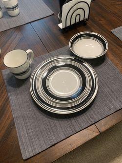Dinnerware Set Thumbnail