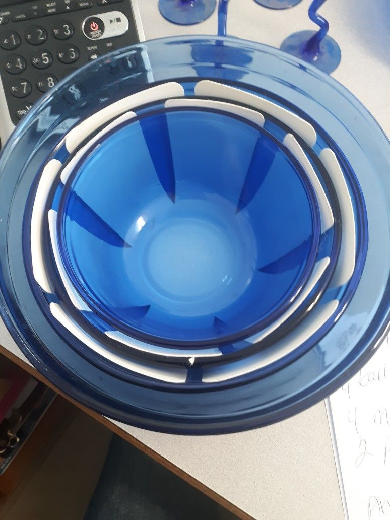 New Vintage 4 Piece Cobalt Blue Pyrex Mixing Bowls