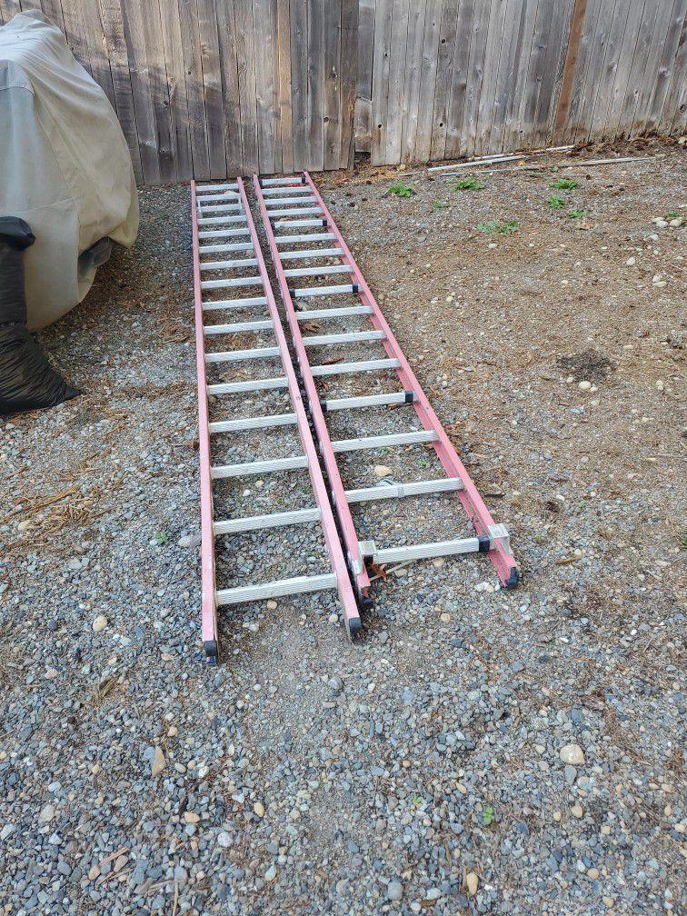 32ft Fiberglass Ladder