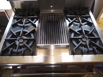 Wolf Gas Range/Convection Oven Thumbnail