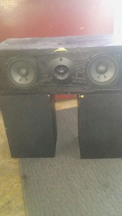 Onkyo surround speakers fusion aV s19 center and s09left and s19 right Thumbnail