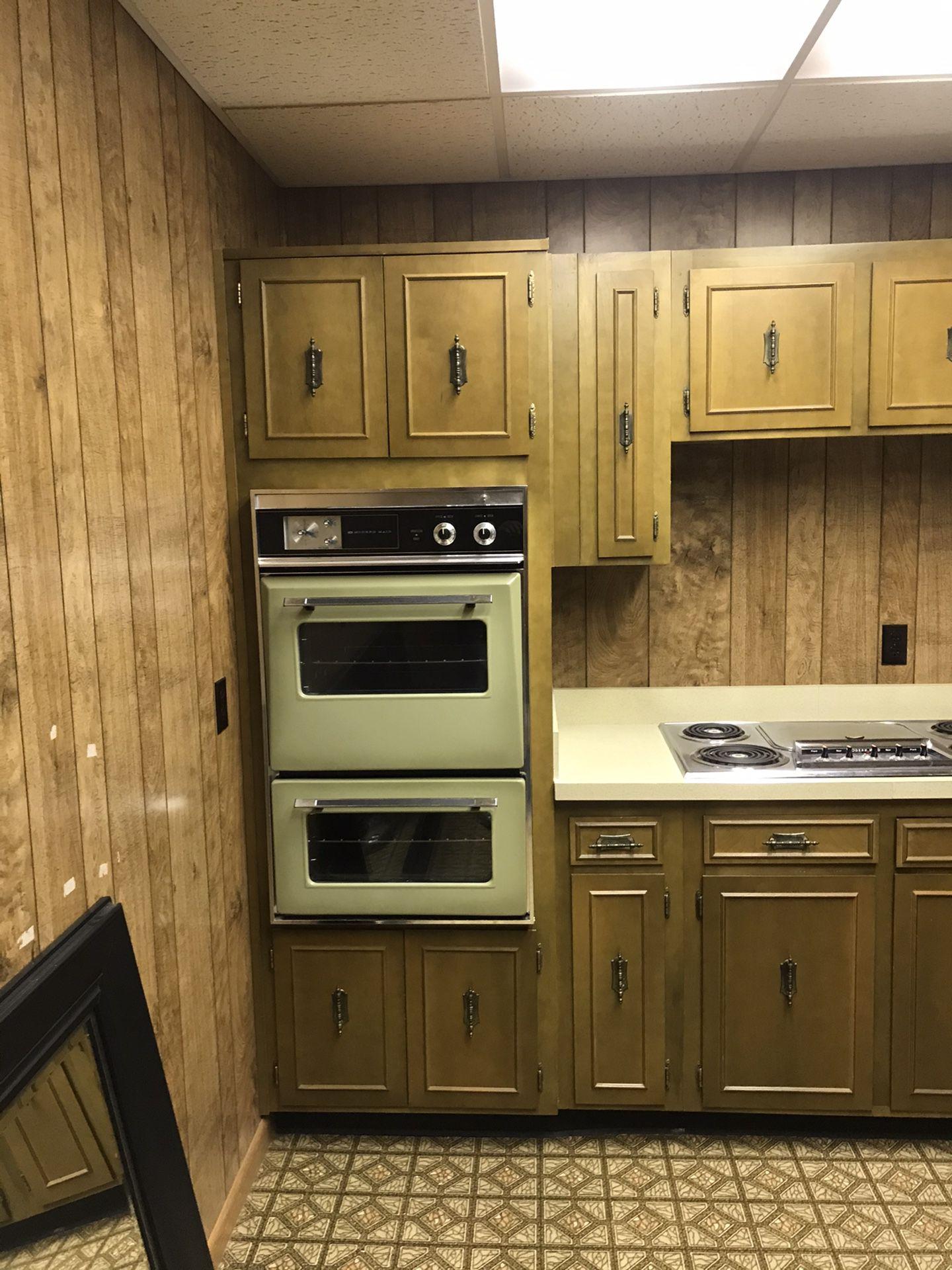 Entire kitchen cabinet set