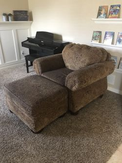 Oversized chair with ottoman Thumbnail