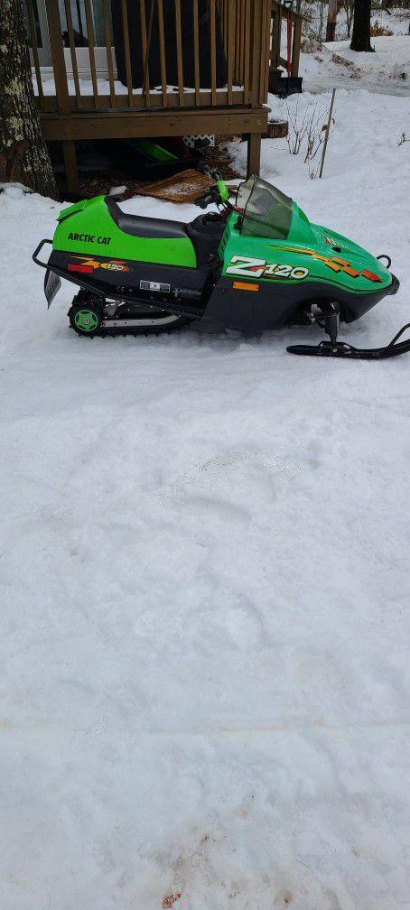 Arctic Cat Z120 Kids Snowmobile