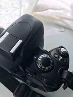 Nikon D40 6.1 MP Digital Camera DSLR Body only Thumbnail