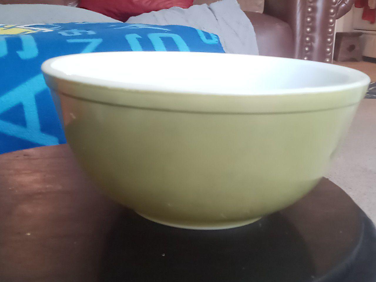 "Vintage avocado green Pyrex mixing bowl 9""×5"""