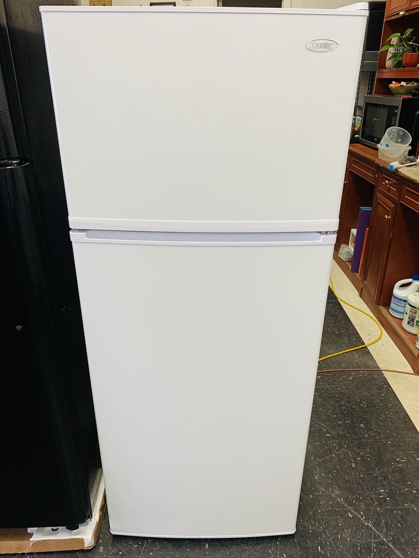 Danby Top/Bottom Refrigerator