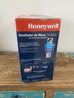 Honeywell QuietSet Table Fan (HT350B) Thumbnail