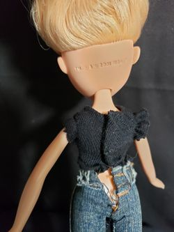 """Bratz doll blonde hair 2001 . Doll is 10"""" tall . Good condition and smoke free home.  Thumbnail"""