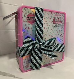 LOL Surprise Deluxe Present Pink Thumbnail