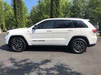 2017 Jeep Grand Cherokee Thumbnail