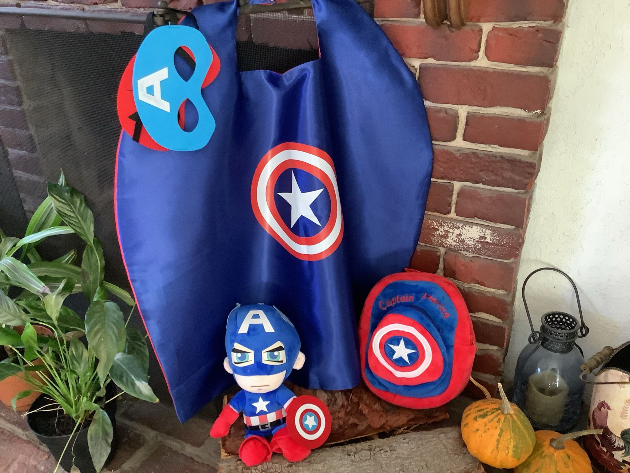 Captain  America Mini Backpack , Reversible Cape And Plush Toy