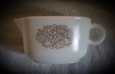 Pyrex gravy bowl Thumbnail