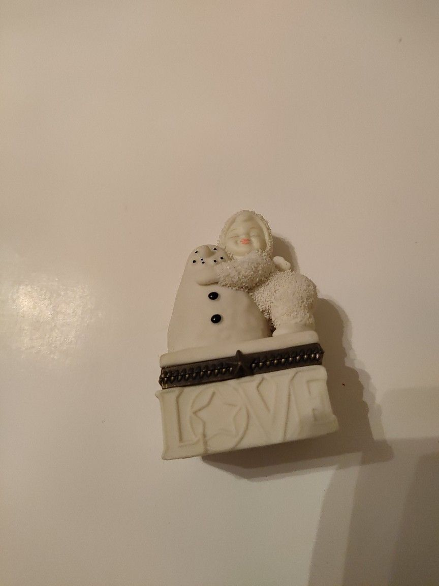 """Pre-owned Department 56 Snowbabies """"I Love You"""" Bisque Porcelain Hinged Box."""
