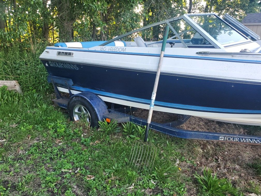 Fourwinns Speed Boat Ran Last Summer Don't Know The Problem Come Pick It Up Comes With Trailer An Cover Clean Title In Hand $1000 Obo