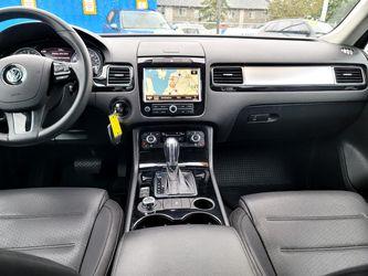 2011 Volkswagen Touareg Thumbnail