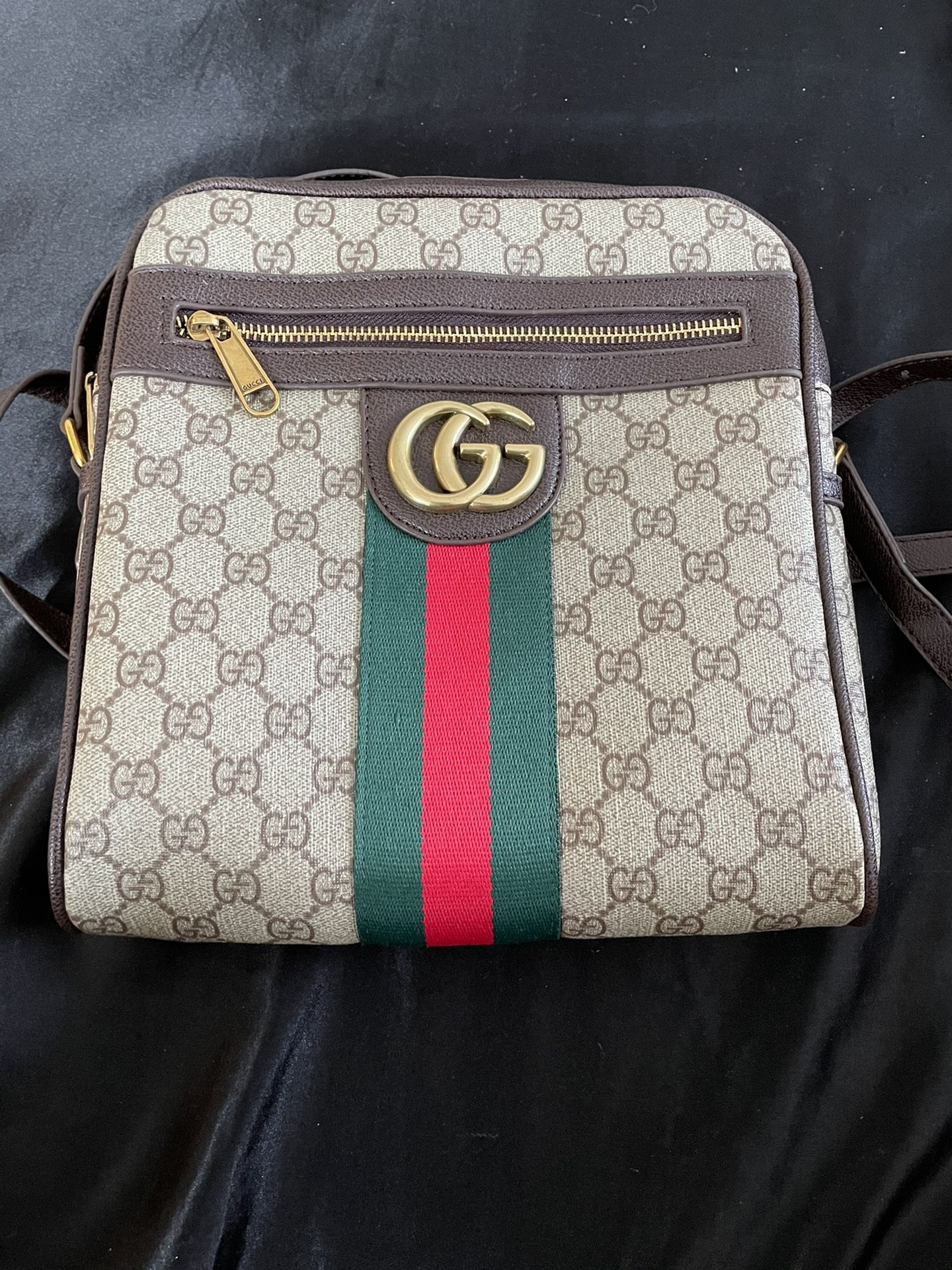 Gucci Bag Barely Used Looks New