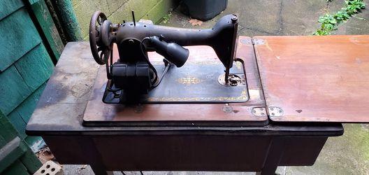 1930s Singer Sewing Machine  Thumbnail