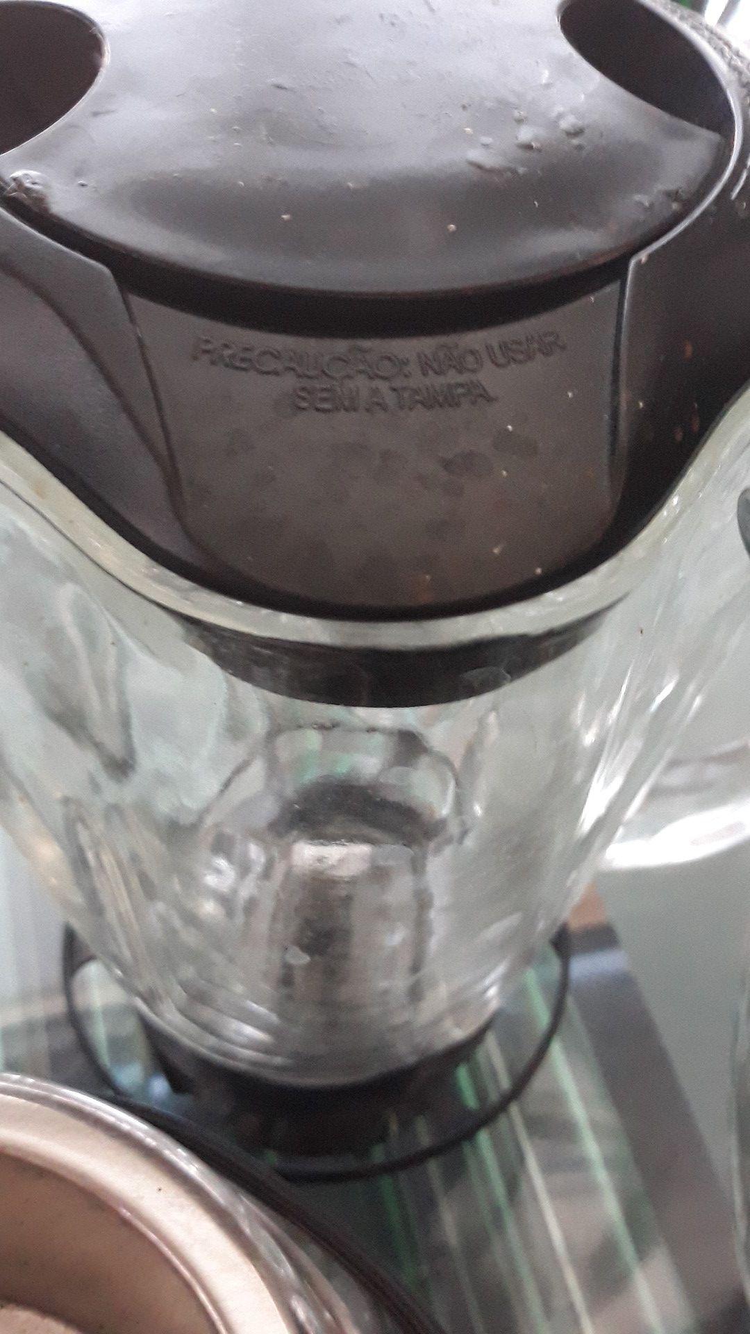1 OSTER BLENDER 3 JAR GLASS