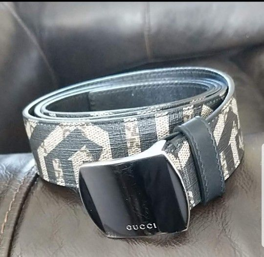 REAL MENS GUCCI BELT. SUPREME LEATHER  424674 SIZE 110-44   GREAT CONDITION
