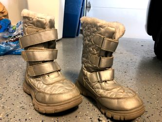 Girls snow boots size 2 Thumbnail