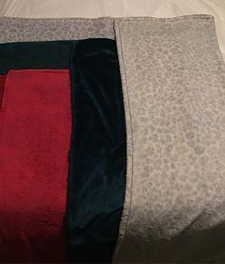 3 throw blankets Thumbnail