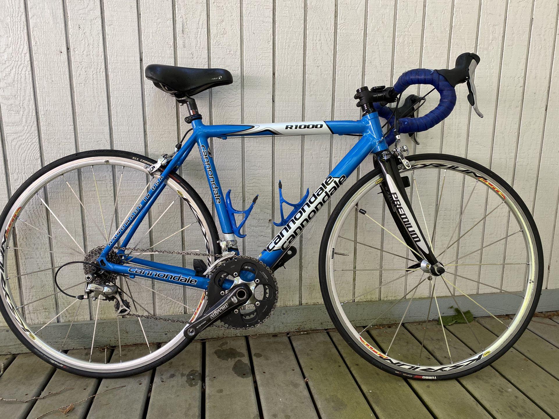XS Cannondale R1000 Roadbike