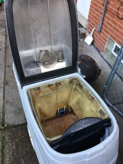 Commercial carpet extractor Thumbnail