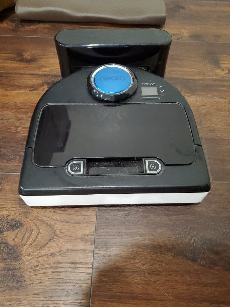 Neato Robot Vacuum And Charger In Great Condition
