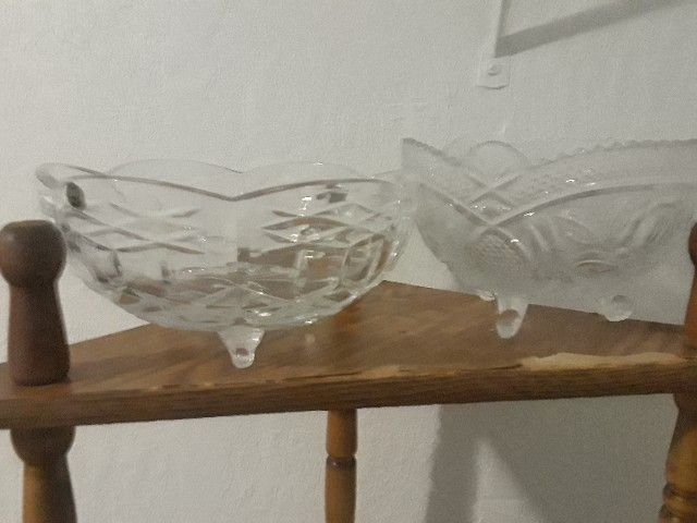 2 large crystal bowls with 3 leg.tripod stand
