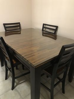 Table with 4 chairs ( expandable for 6 chairs ) Thumbnail