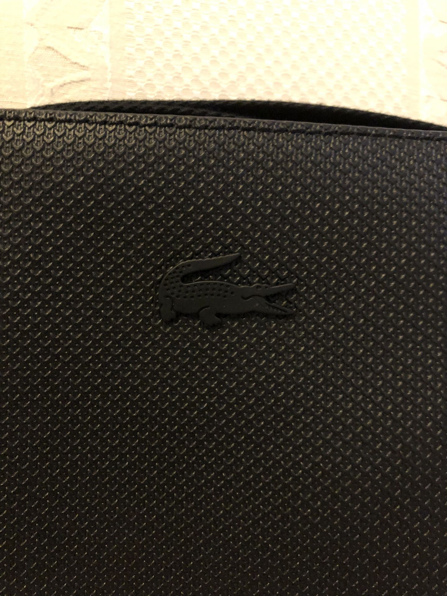 Lacoste Crossbody Bag: After The Perfect Accessory To Store Essentials